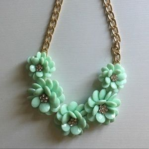 Mint green necklace, perfect condition!